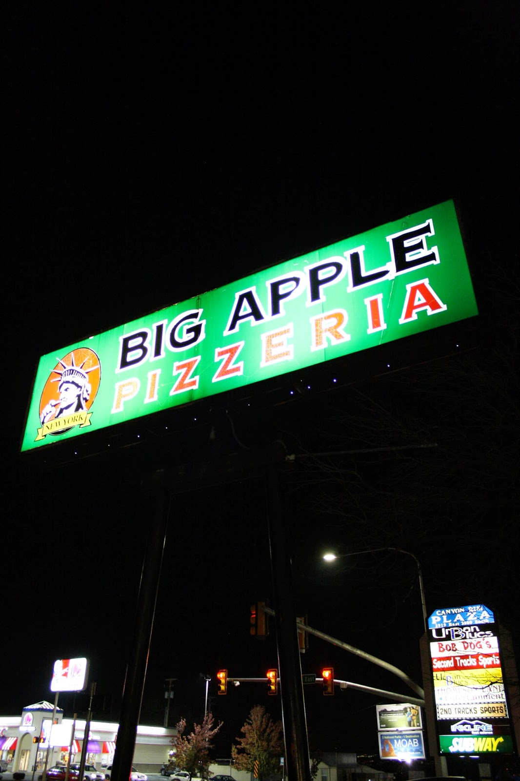 pocket of blossoms: big apple pizzeria