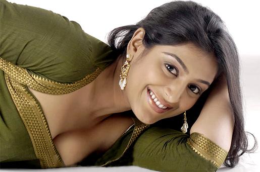 padma priya hot romantic pictures stills 13234 padma priya hot