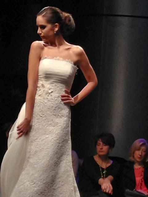 "<Img src = ""IMG_6158.jpg"" alt = ""vestido novia, palabra de honor, vertize gala"">"