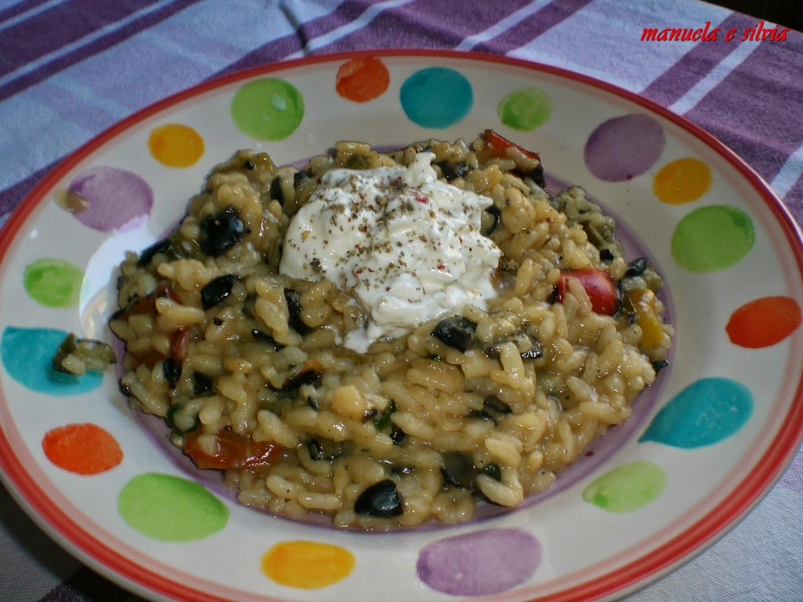 risotto ai peperoni arrostiti con tartare di olive nere e capperi e filante burratina