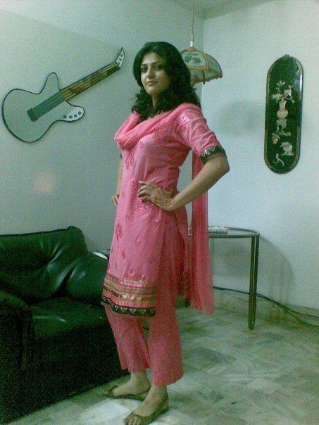 Hot desi girls pictures south indian actresses pics for Desi home pic