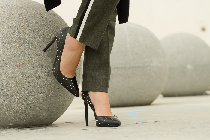 Pumps in black leather with micro studs: SAINT LAURENT