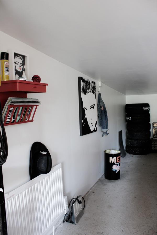 garage för amerikanare, bonneville garage, garaget pontiac, elvis presley tavla, tavla i svart och vitt, inredning garage,