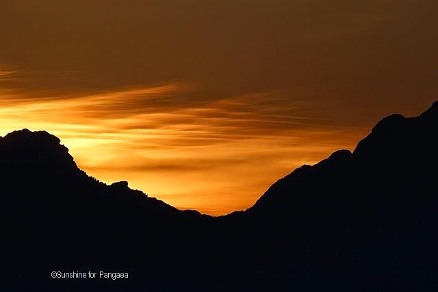 leuchtender Nachthimmel in den Alpen