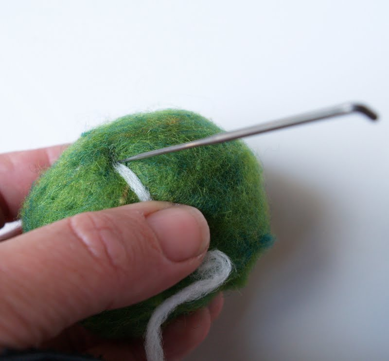 Tutorial felted pebbles the magic onions for Felted wool boulders