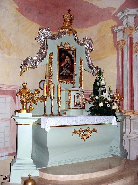 Ołtarz główny w kościele na Browarach po konserwacji, listopad 2012 r. Fot. M. Brzeziński.