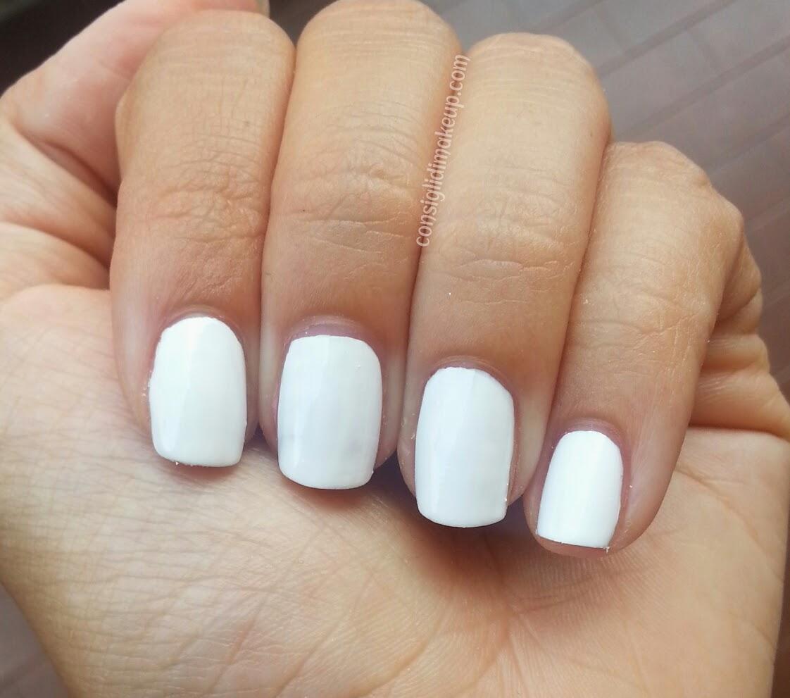 nail art sfumata con pennello a ventaglio