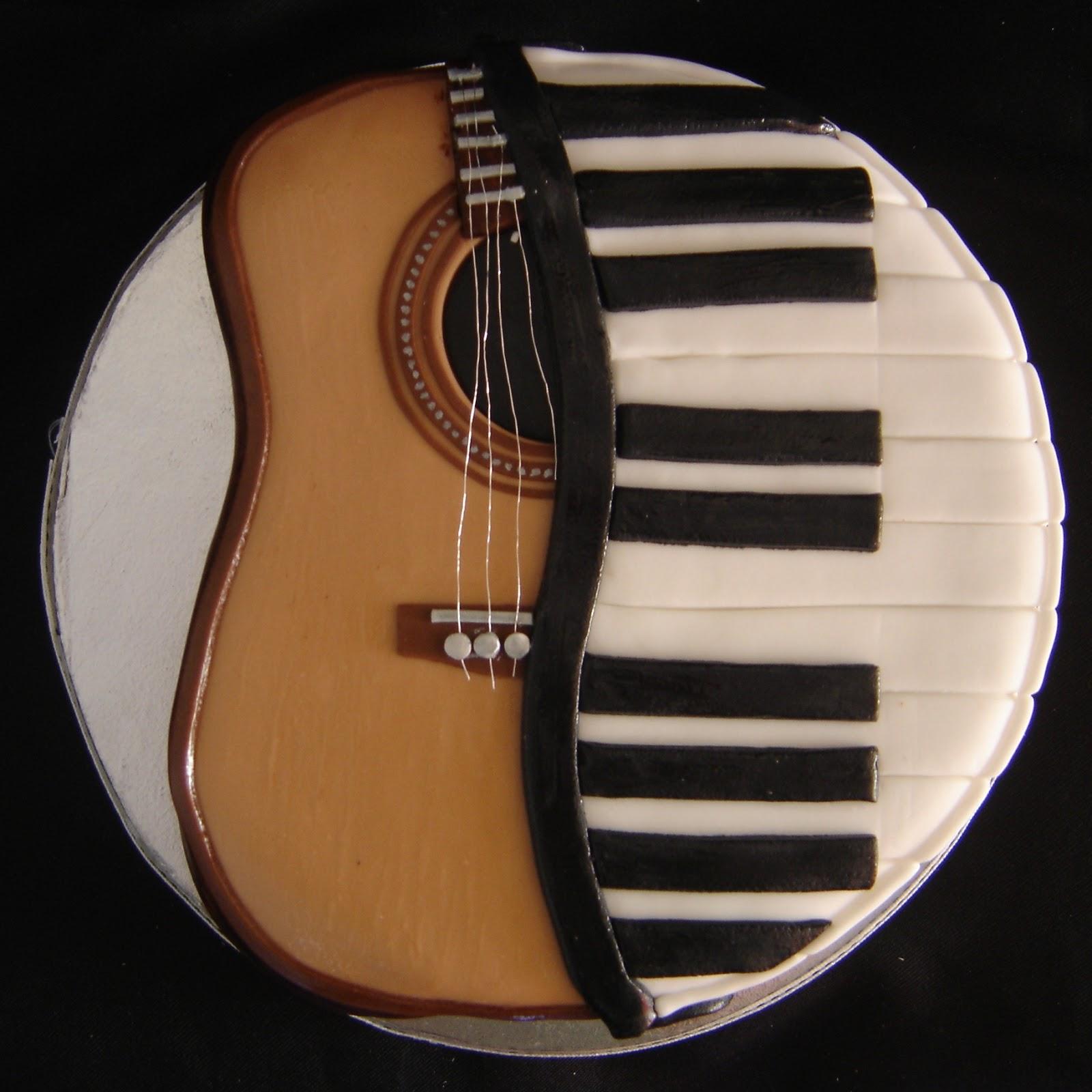 Cake till u drop: Guitar/piano cake