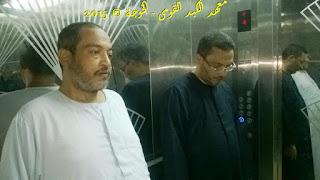 مع اخى السيد اثناء نزولى وخروجى من معهد الكبد القومى , الحسينى محمد