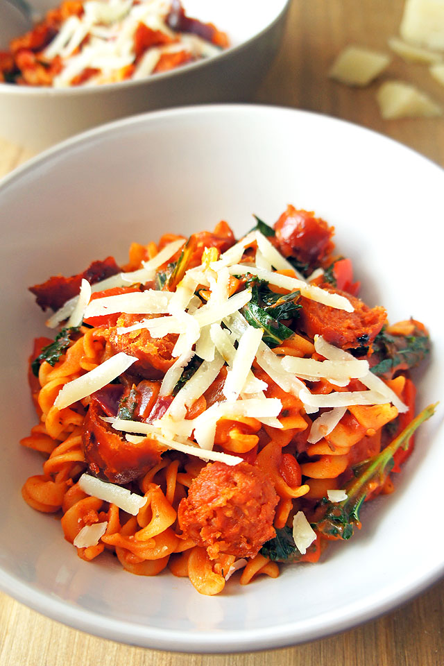 Sweet and spicy kale and chorizo pasta that is like a hug in a bowl. It can be made both gluten-free and dairy-free | The Road to Less Cake | #pasta #kale #healthy #chorizo #glutenfree #dairyfree