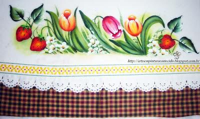 pintura em tecido pano de prato flores e frutas tulipas e morangos