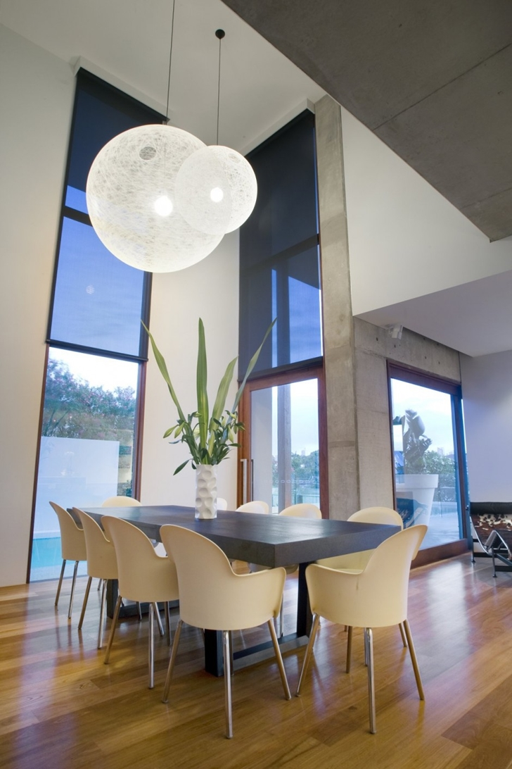 Modern table in the dining room of Modern house at Amalfi Drive by BGD Architects