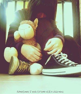 gambar cewek sedih dan kesepian
