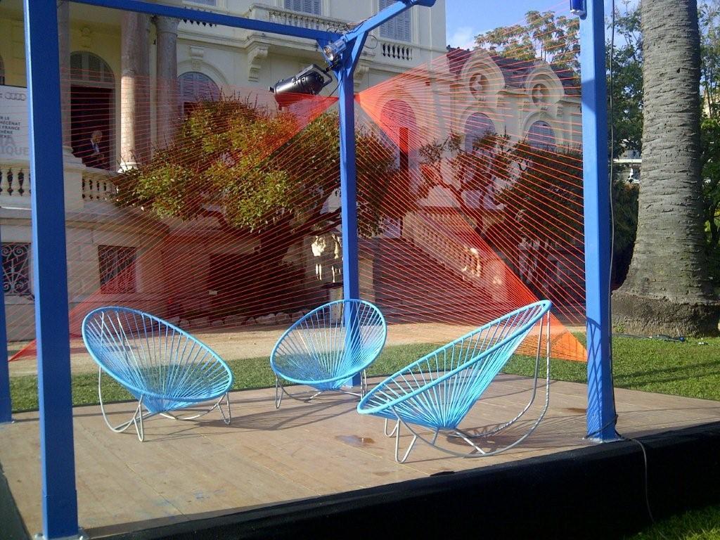 Mobilier scoubidou bain de soleil en scoubidou for Chaise en fil scoubidou