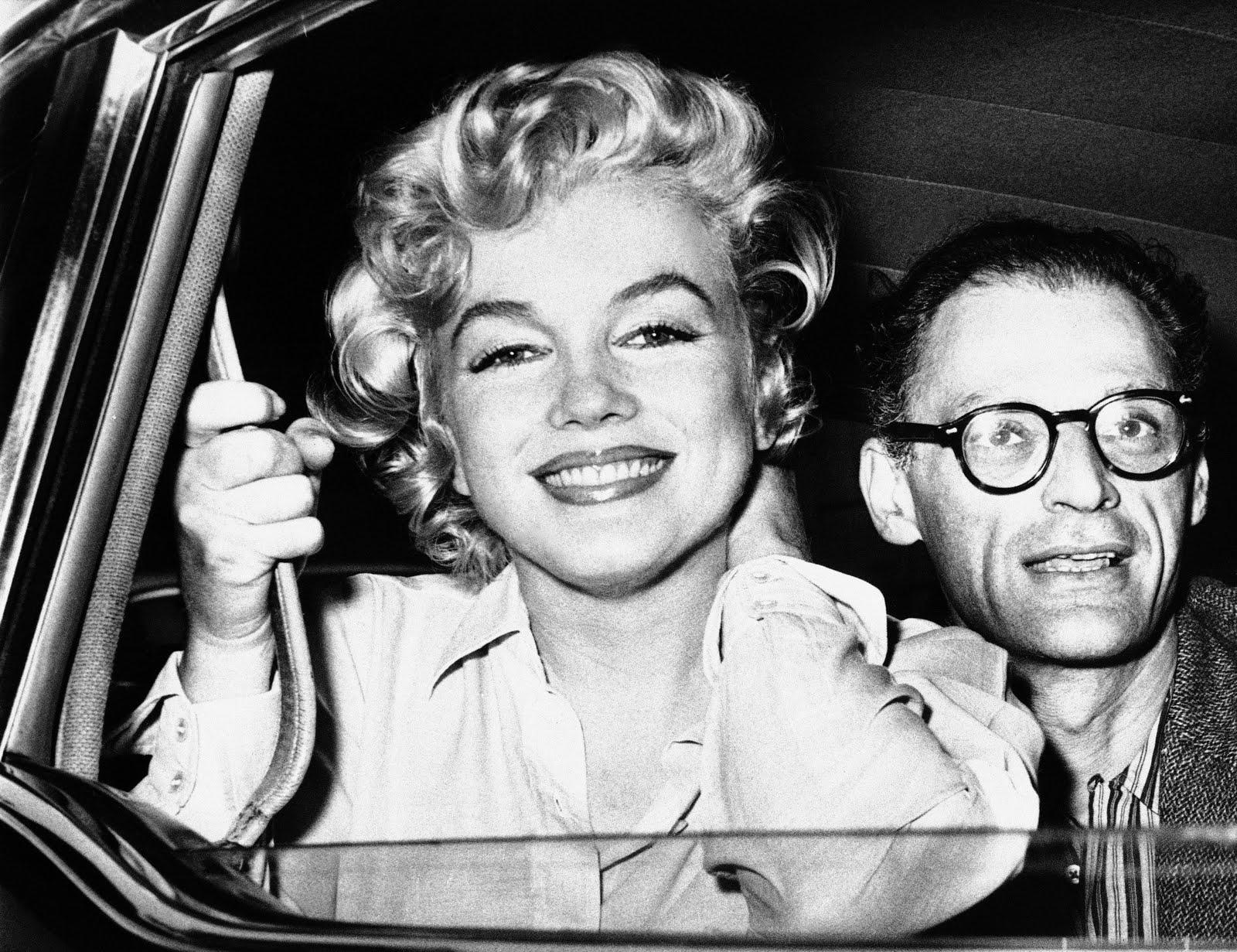 http://2.bp.blogspot.com/-tebvce_Rntw/TVRu79KsZrI/AAAAAAAAAXI/Z4FGROdmuJk/s1600/Marilyn%2Bmonroe_arthur%2Bmiller_1959_AP.jpg