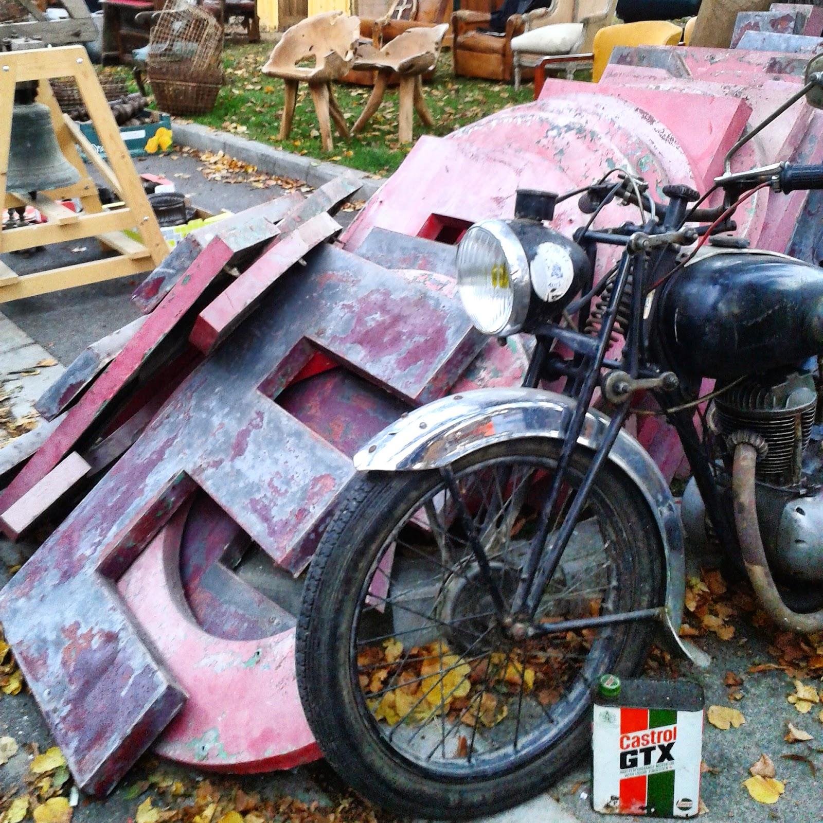 Brocante Amiens , octobre 2014 / Photos Atelier rue verte / Lettres vintage / Enseignes /