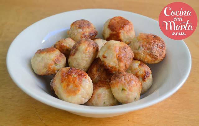 albóndigas en salsa casera, receta tradicional, casera, fácil, rápida, en salsa, cocina con marta