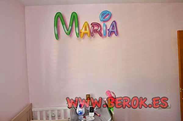 Mural infantil de letras Disney con el nombre de María