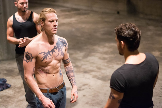 luke bracey johnny utah tattoos point break 2015 remake still