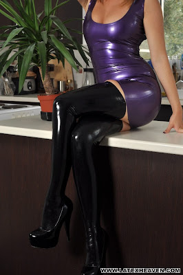 Sexy Legs in Shiny Black Latex Stockings an Heels, Devine !