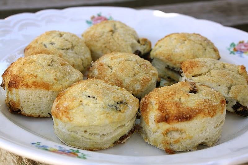 Verbena Pastries: Raisin Scones with Shortbread