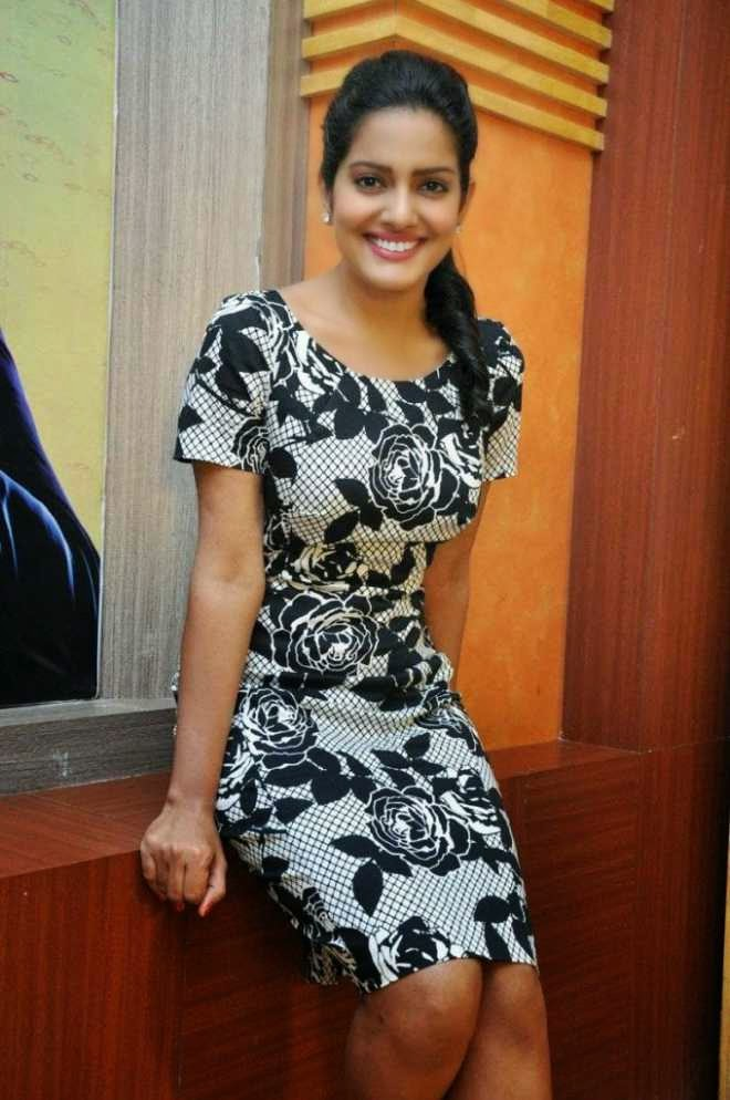 vishakha singh hot spicy legs pics in black top dress