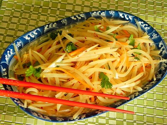 Салат из сырой картошки