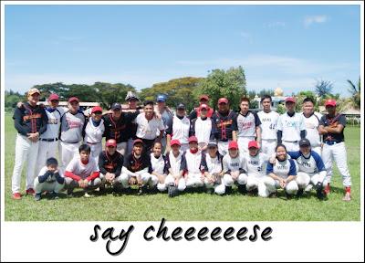 Pasukan sofbol Miri Under 21 bergambar kenangan selepas kejohanan