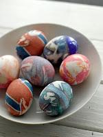 Великденски яйца боядисани с вратовръзки