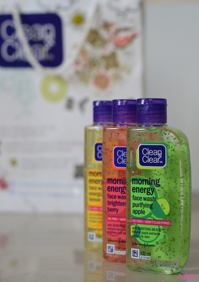 Dayle Pereira, blogger at Style File reviews the Morning Energy face wash skin care line by Clean & Clear for energized skin