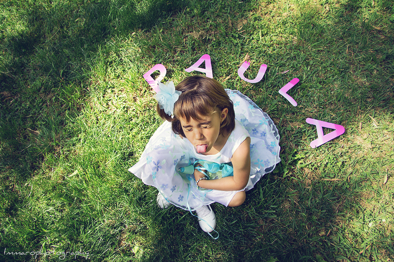 Sesión fotográfica infantil de Paula en el parque