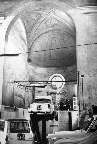 Cambio+de+uso+de+iglesia+a+garaje,+imagen+de+fred+scott,+on+altering+architecture