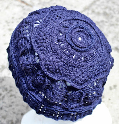 szydelkowa czapka koronkowa 3D