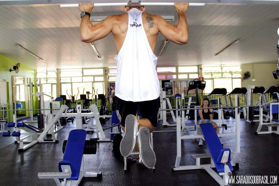 Barra fixa - 4 séries de 12 repetições - Peso corporal (75 kg) - Foto: Marcos Januário
