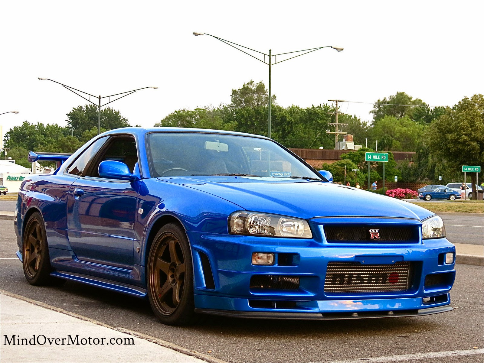 Fast cars here !: The R34 GT-R Skyline