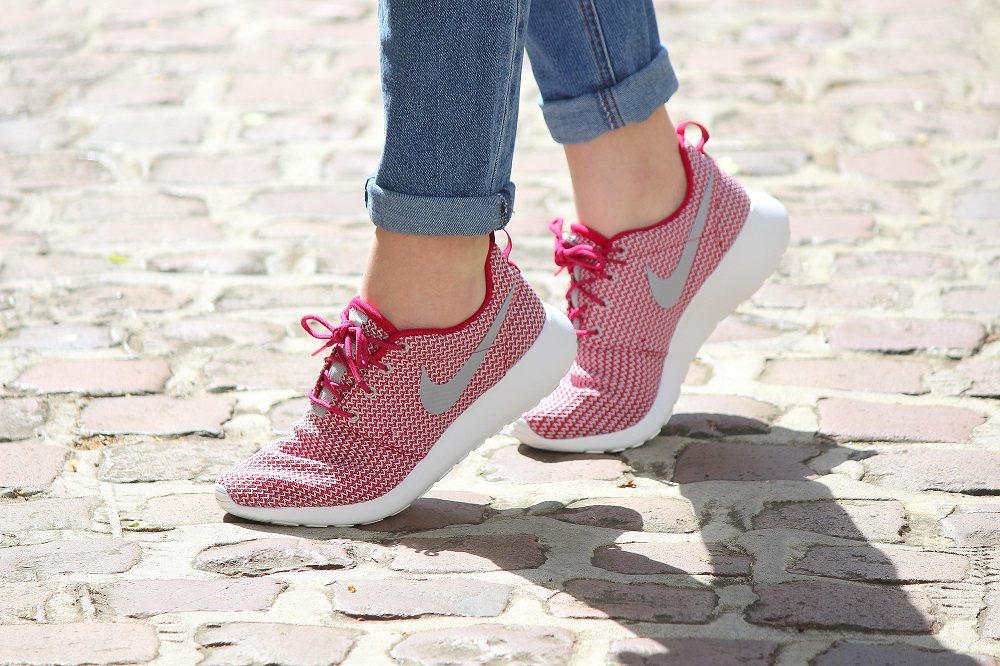 peexo-fashion-blogger-wearing-nike-roshe-run-trainers