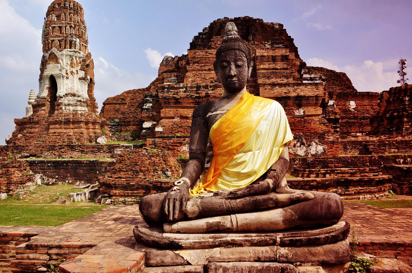 http://2.bp.blogspot.com/-thJR-v3tvMI/UBsmgiSw5XI/AAAAAAAADWE/t6pnIRXGFfc/s1600/Thailand_Bankok_Cultural_Architecture-Vvallpaper.Net.jpg