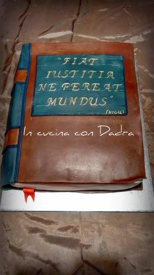 (s)torta a forma di libro chiuso... ogni tanto ci