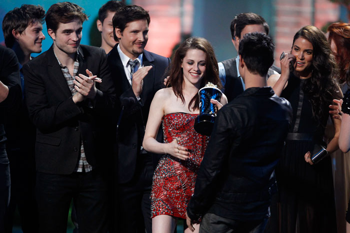 kristen stewart mtv movie awards 2011 photos. Movie Awards 2011 Kristen