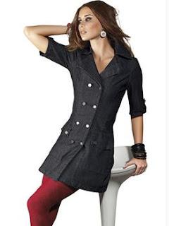 modelo de vestido jeans com meia vermelha - dicas e fotos