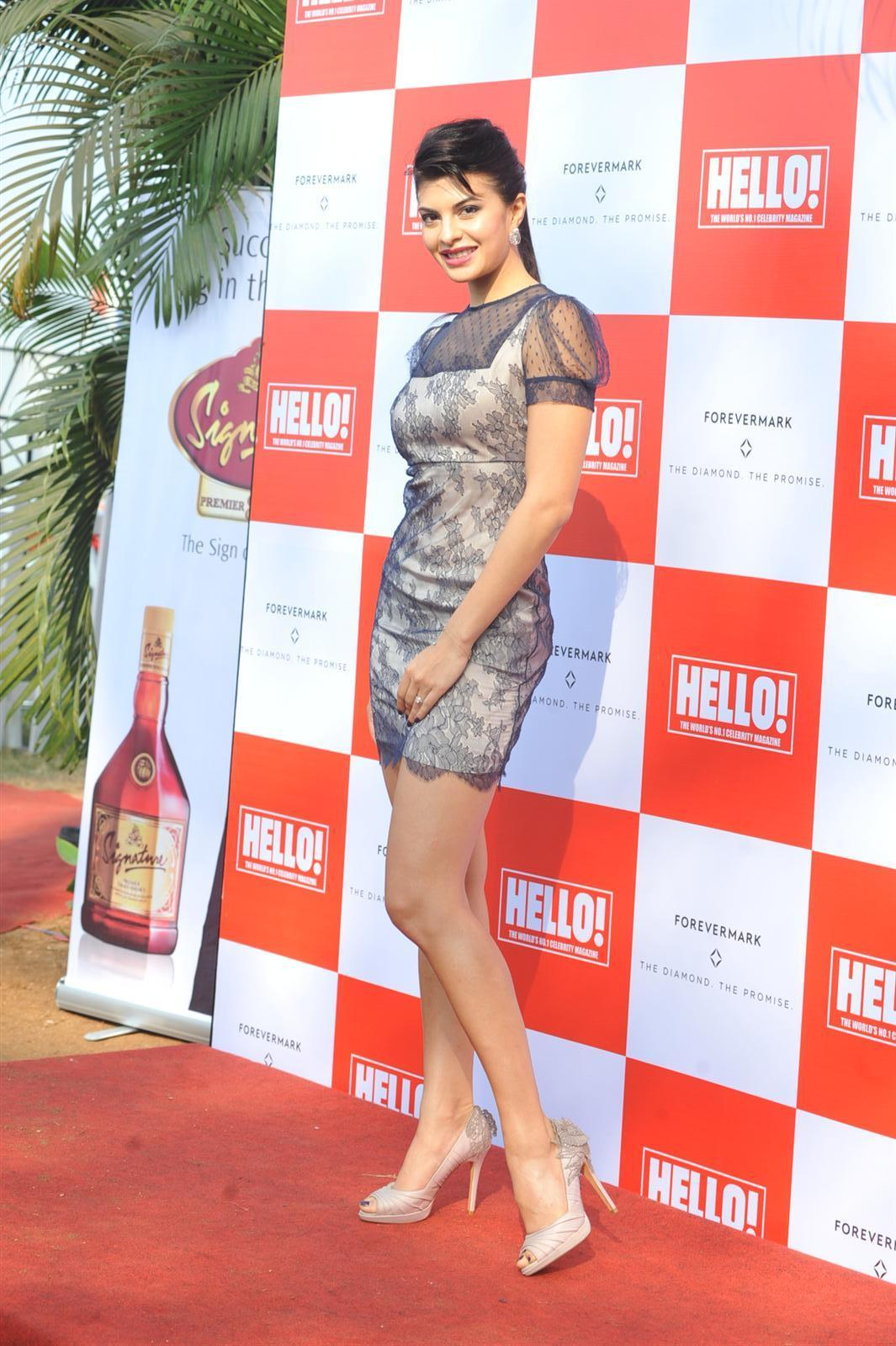 Jacqueline Fernandez Super Sexy Legs Show At The HELLO Classic Derby ...