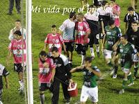 Torresi se va llorando luego de errar el penal que hubiese sido empate para Estudiantes