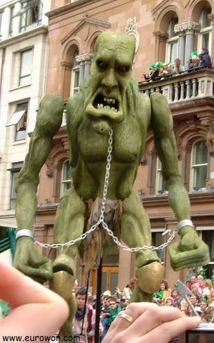 Ogro en el desfile de Dublín en Irlanda