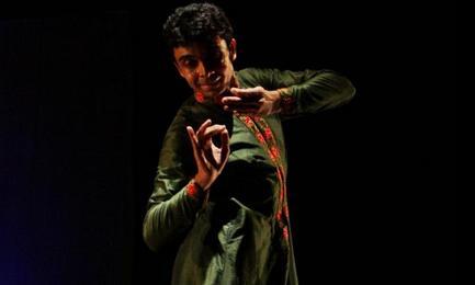 Kathak by Vikram Iyengar. Photography | Sapratibha