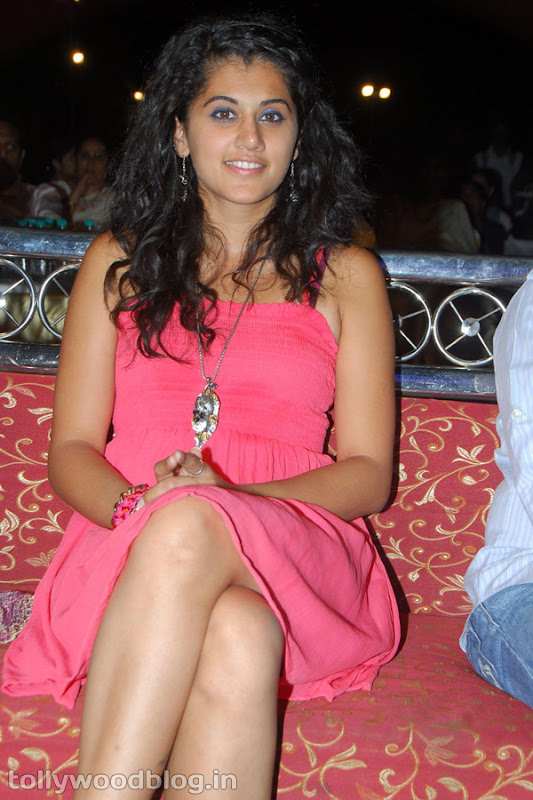 Tapsee Ponnu Hot Photo in Pink Dress navel show