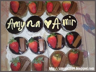 Cup cake Choc Moist+Choc Ganache + Kit Kat + Strawberry..