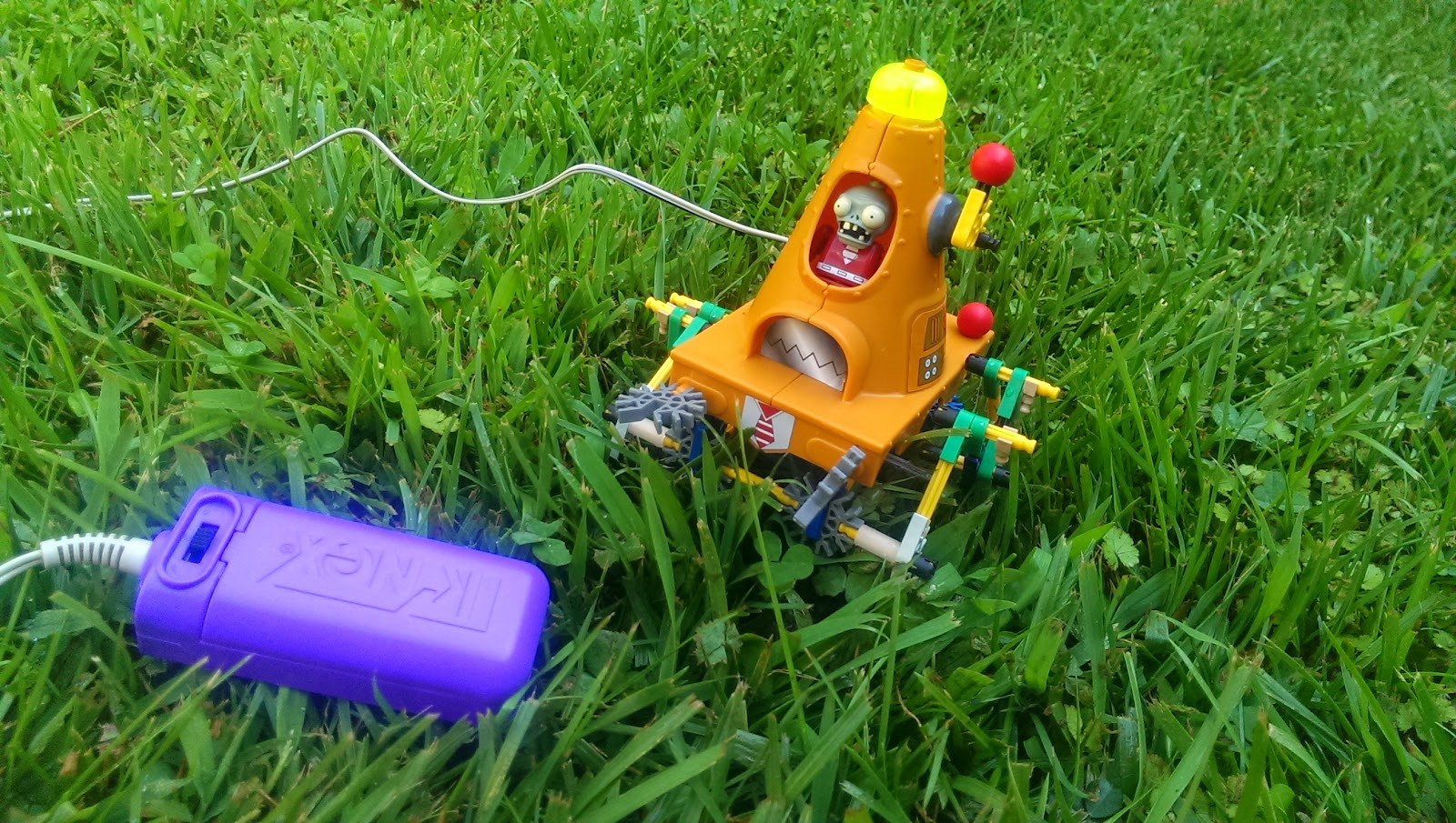 KNEX plants vs. zombies playset