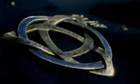 Amuleto no Filme Constantine