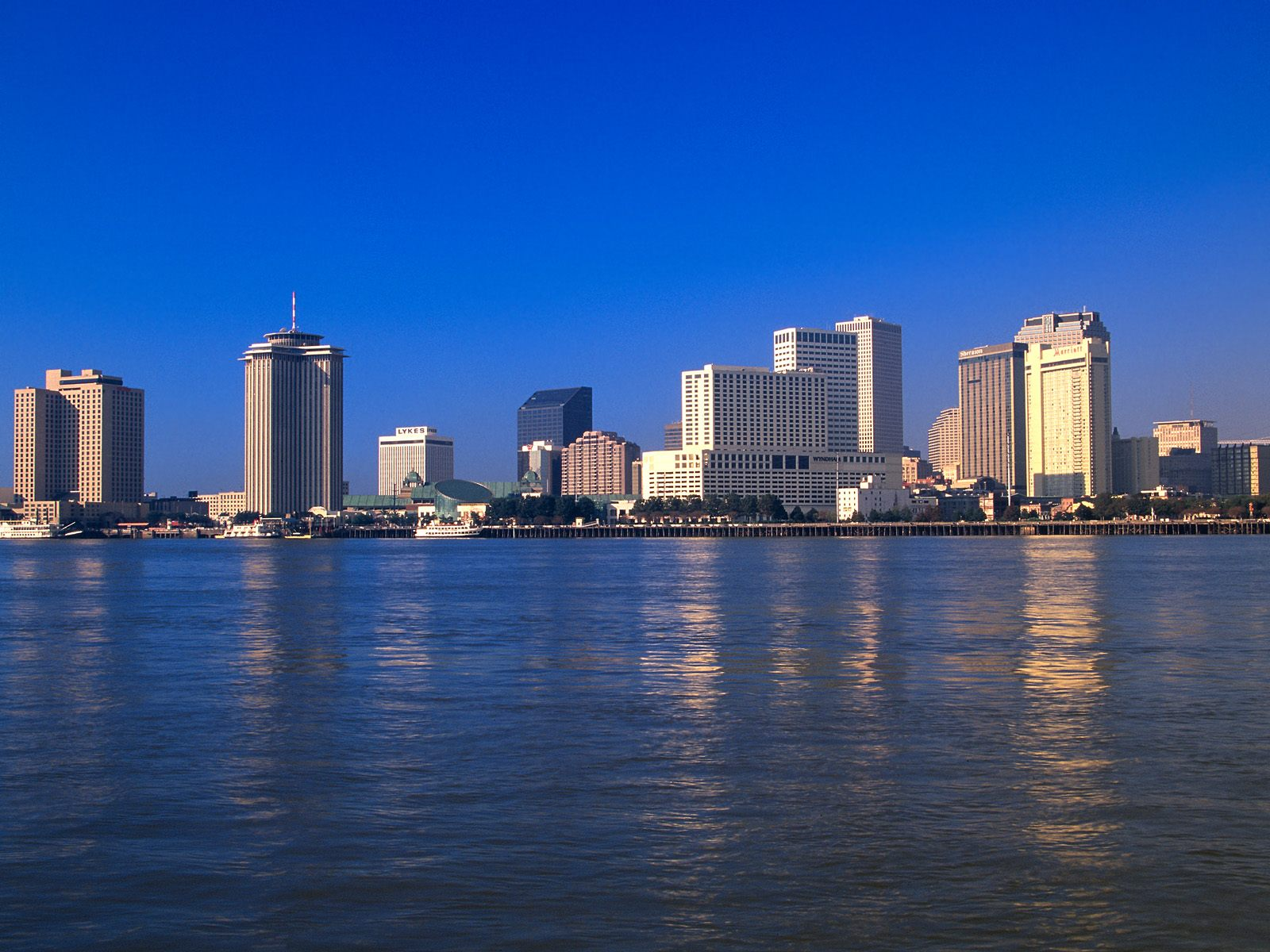 http://2.bp.blogspot.com/-tj8a7k5MgLA/TefMroN9g5I/AAAAAAAAAlM/90_YgV3BCXQ/s1600/Reflections+on+the+Mississippi%252C+New+Orleans%252C+Louisiana.jpg