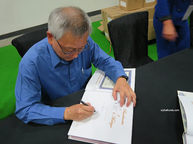 Mr. Frank Goon signing my copy of the book, I was the second guy in the queue!